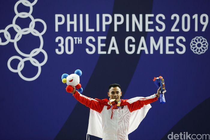 Eko Yuli mendapatkan medali emas SEA Games, Senin (2/12/2019).