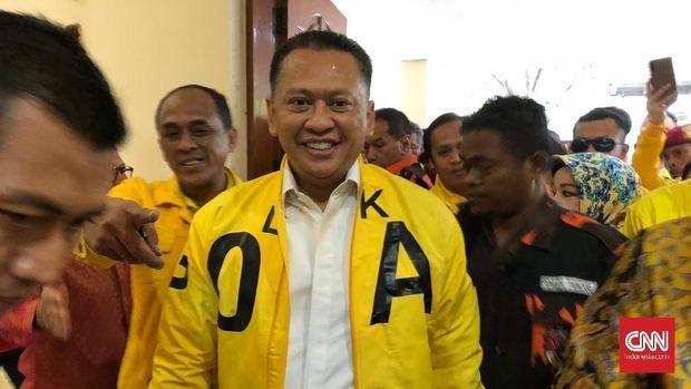 Bambang Soesatyo mundur dari pencalonan sebagai Ketum Partai Golkar setelah mendapat masukan dari Luhut Pandjaitan dan Aburizal Bakrie.
