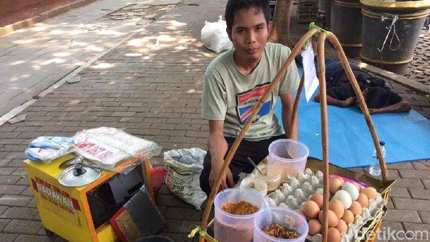 Pedagang Makanan di Monas Curhat Sepinya Pelanggan di Reuni 212