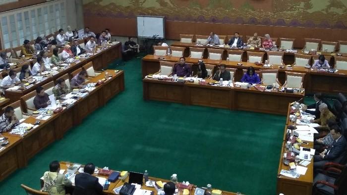 Foto: Rapat Komisi VI DPR dengan Erick Thohir. (Nur Azizah).