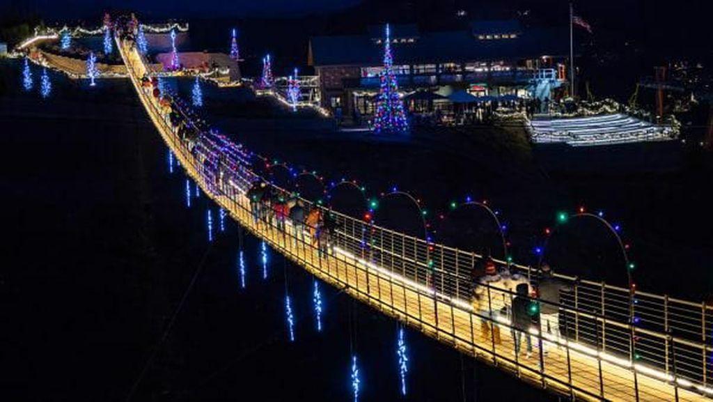 Cantik, Rupa Jembatan Gantung Terpanjang di Amerika Utara