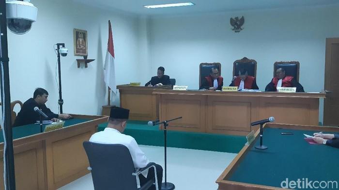 Foto: Eks Ketua KONI Tangerang Dasep divonis 5 tahun 10 bulan penjara (Bahtiar-detik)