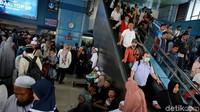Begini suasana di Stasiun Juanda yang ramai didatangi oleh massa reuni 212.