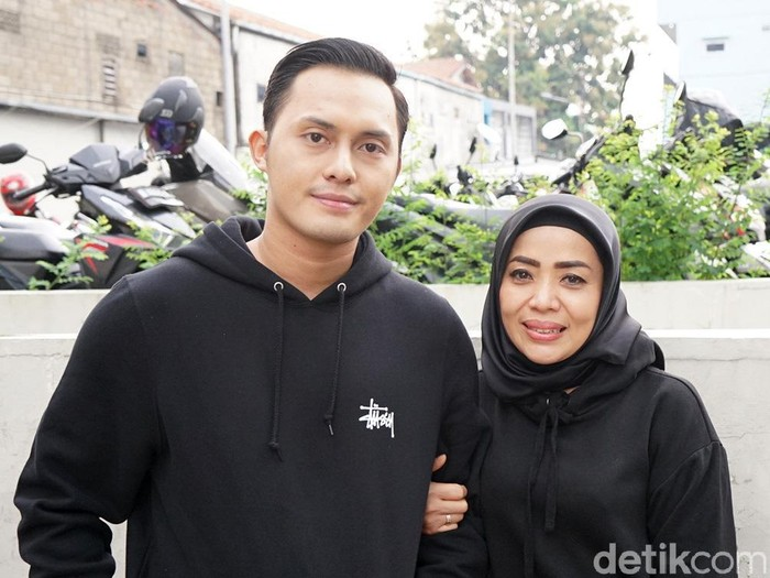Muzdalifah dan Fadel Islami saat ditemui di studio Trans TV.