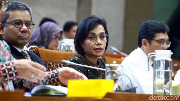 Menteri Keuangan Sri Mulyani memenuhi undangan rapat dengan Komisi XI DPR. Raker tersebut salah satunya membahas suntikan penyertaan modal negara (PMN).