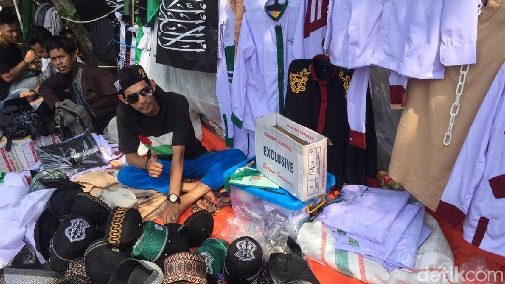 Dagang Peci di Reuni 212, Pedagang Ini Raup Omzet Jutaan Rupiah