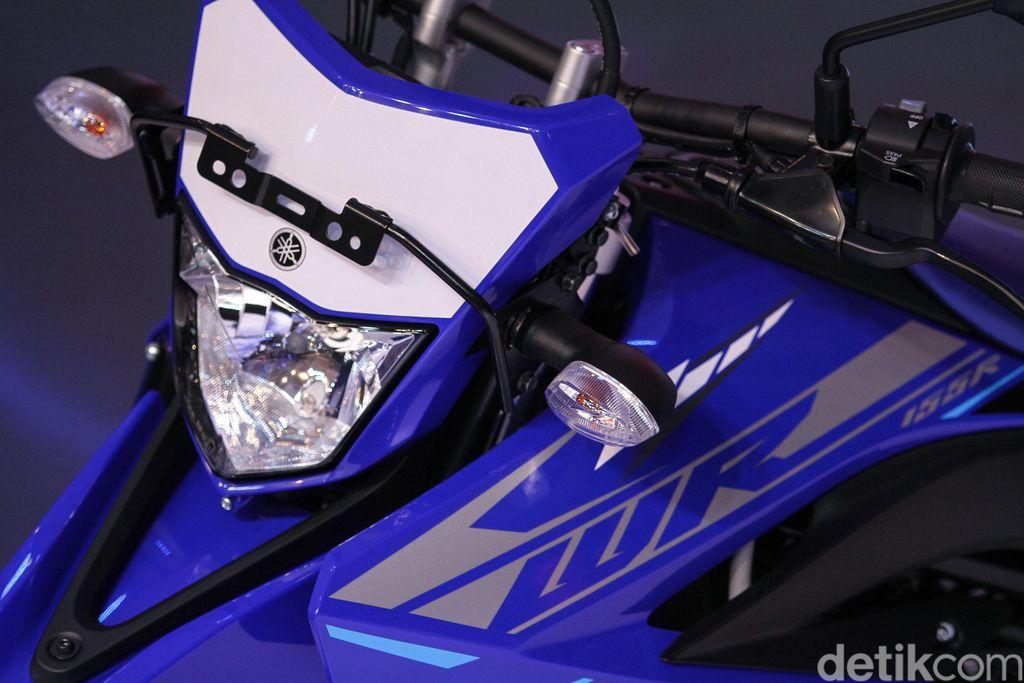 Yamaha memperkenalkan Yamaha WR 155 di Kemayoran, Jakarta, Senin (2/12). Motor trail adventure tersebut dibandrol dengan harga Rp 36,900.000 OTR Jakarta.