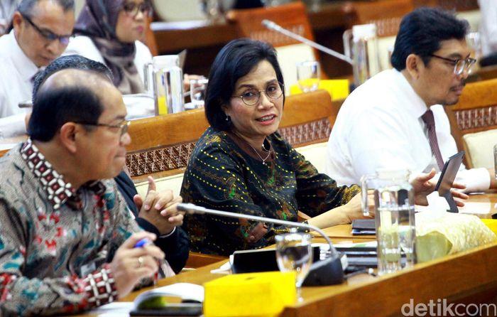 Menteri Keuangan Sri Mulyani Indrawati hari ini memenuhi undangan rapat dengan Komisi XI DPR. Salah satu yang dibahas adalah suntikan penyertaan modal negara (PMN) untuk Badan Usaha Milik Negara (BUMN).