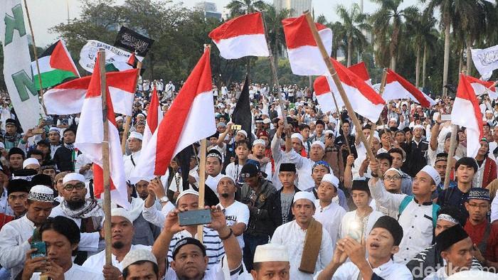 Massa Reuni 212 memadati kawasan Monas, Jakarta, Senin (2/12/2019).