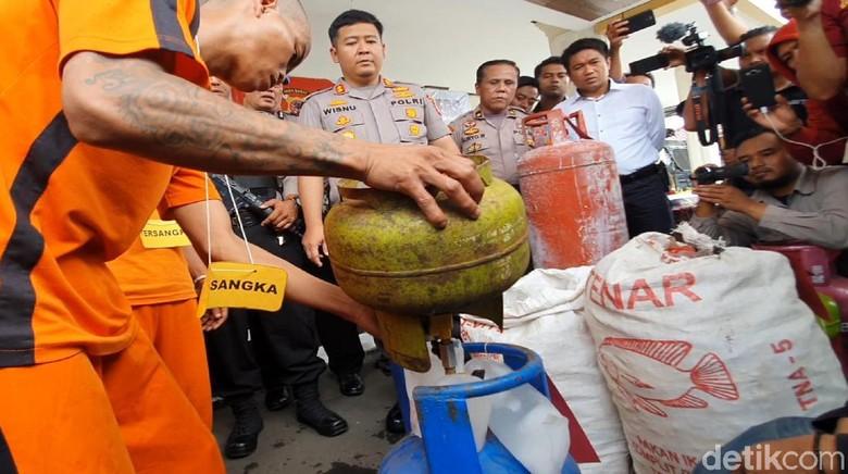 Polisi Bekuk Pelaku Suntik Tabung Elpiji Subsidi di Sukabumi