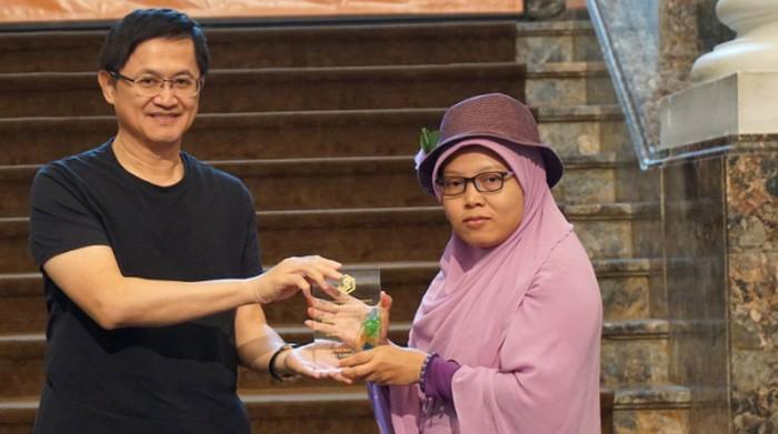 Ilustrasi -- Yuli Riswati saat menerima penghargaan Taiwan Literature Award for Migrants 2018 (Situs Taiwan Literature Awards)