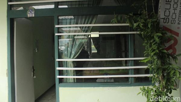 Sedangkan Raymond Westerling, diketahui pernah tinggal di Hotel Tjimahi sebelum kabur ke Singapura. Dia tinggal di kamar nomor 12. Kamar ini pernah digerebek anggota TNI, tapi Westerling sudah keburu kabur ke Ujung Kulon (Yudha Maulana/detikcom)