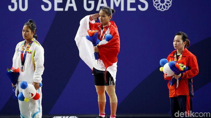 Windy Cantika Aisah meraih medali emas di cabang angkat besi (Grandyos Zafna/detikSport)