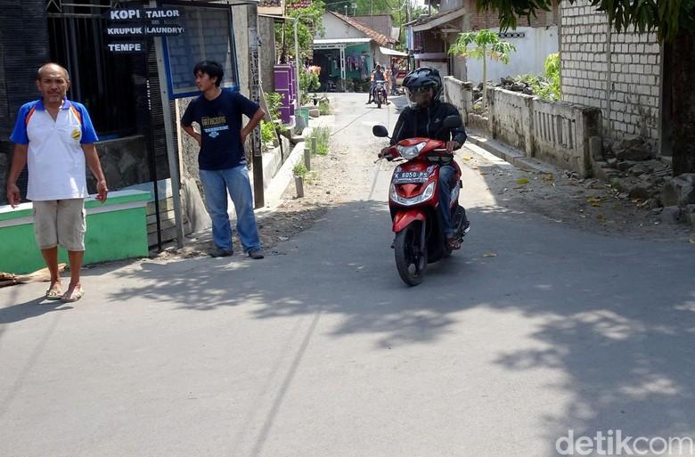 Dua warga ditemukan terbakar di persimpangan jalan Desa Sumberjo, Kecamatan kota Rembang, Jumat (29/11) lalu. Lokasi itu kerap digunakan warga untuk nongkrong.
