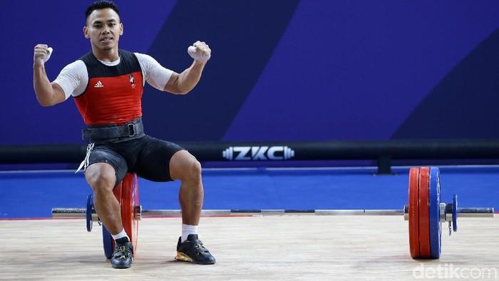 Eko Yuli Irawan menyegel medali emas dari angkat besi di kelas 61 kg putra SEA Games 2019 Filipina, Senin (2/12).