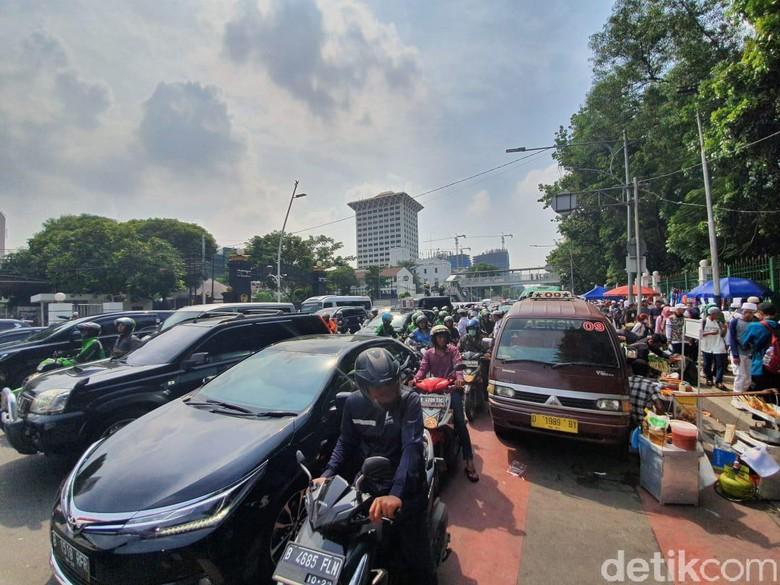 Massa Reuni 212 Membubarkan Diri, Jl Medan Merdeka Timur Macet