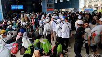 Begini Suasana Stasiun Juanda yang Dipadati Massa Reuni 212