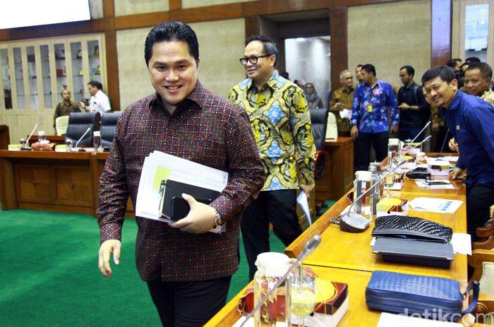 Dalam raker perdananya, Erick didampingi oleh Wakil Menteri (Wamen) BUMN II Kartika Wirjoatmodjo.