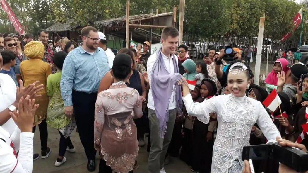 Intip Keseruan Jalan-jalan Para Dubes dan Keluarga di Brebes