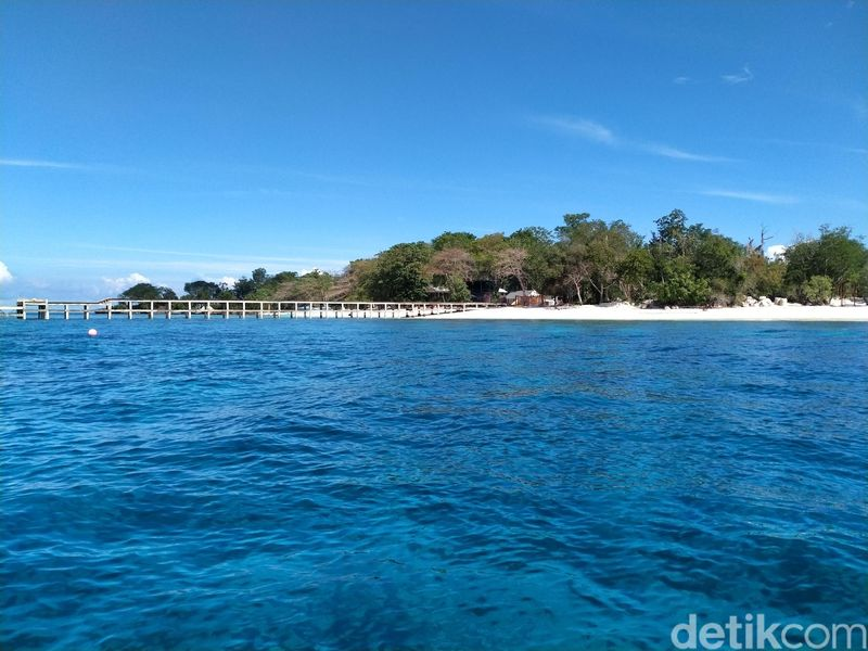 Berada di Kecamatan Likupang Barat, Kabupaten Minahasa Utara, inilah Pulau Likupang. Pulau kecil sekluas 5,8 hektar yang eksotis (Afif Farhan/detikcom)