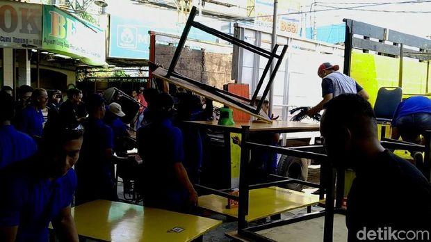 RM Mbok Berek Pekalongan 'Ditertibkan' PT KAI