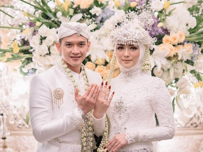 Model kebaya pengantin putih. Foto: Dok. Imagenic Wedding Photography