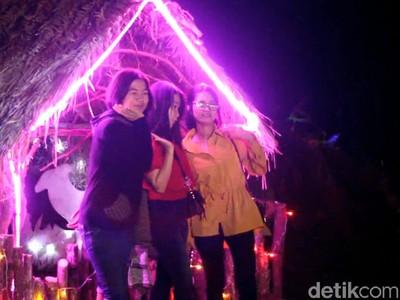 Indahnya Kerlap-kerlip Kampung Natal di Mamasa