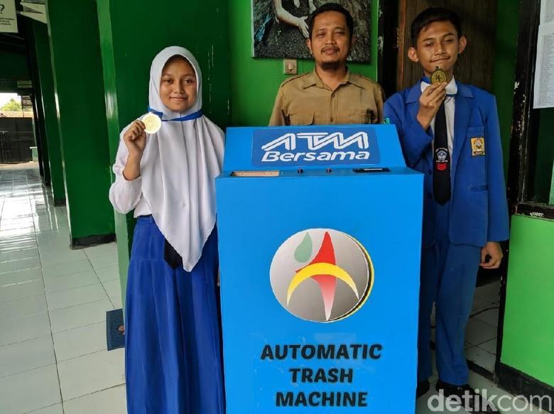 Keren, 2 Pelajar SMP di Ponorogo Bikin ATM Sampah Berbasis Teknologi