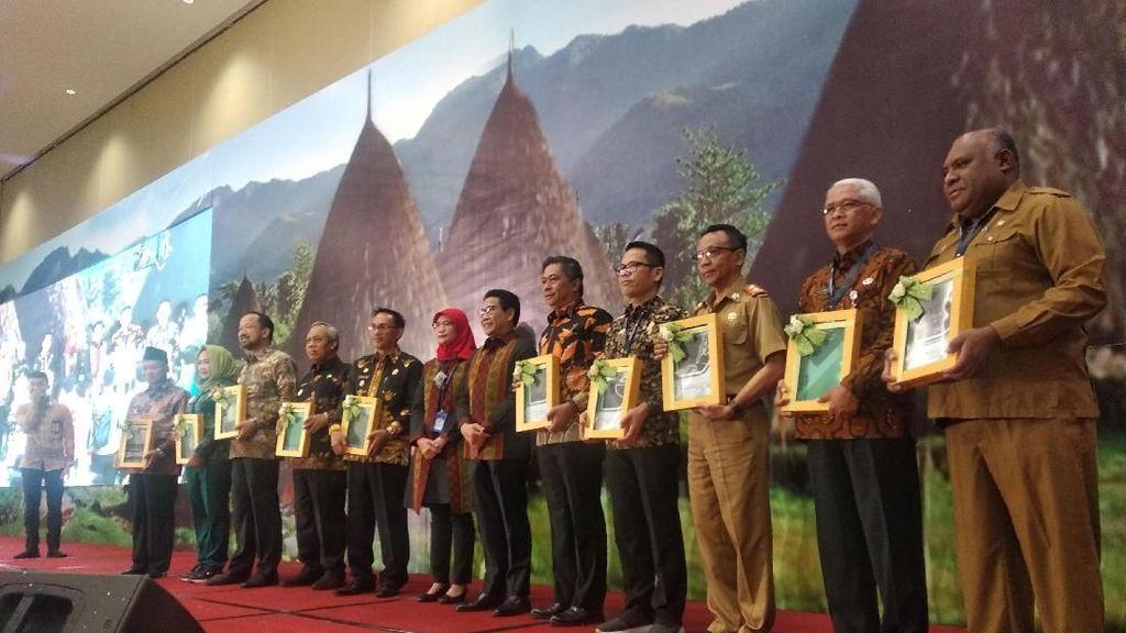 Genjot Pembangunan Desa, Kemendes Serahkan RPKP ke 10 Kabupaten