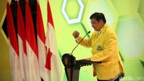 Airlangga Sampaikan Kemenangan Cabor Wushu ke Jokowi