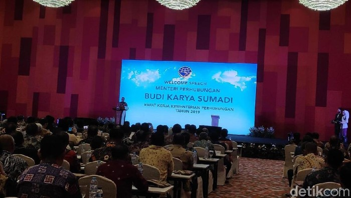 Menhub Budi Karya membuka rapat kerja Kementerian Perhubungan 2019. (Alfons/detikcom)