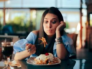 Ini Kesalahan Makan Setelah Jam 7 Malam yang Bisa Merusak Tubuh
