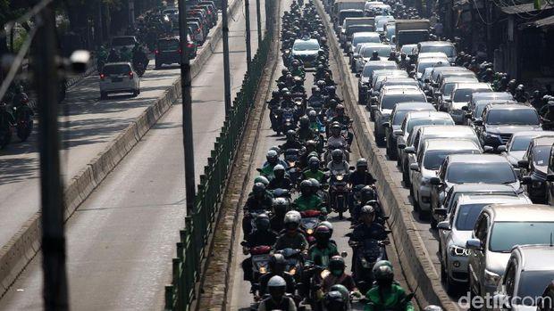 Taruhannya Nyawa, 7 Kebiasaan Buruk Pemotor Indonesia