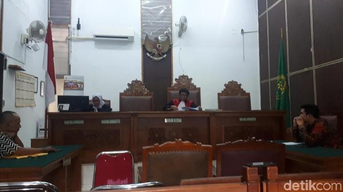 Foto: Faiq Hidayat-detikcom/ Hakim tunggal Dedy Hermawan menolak gugatan praperadilan yang diajukan tersangka kasus suap impor bawang putih, Elviyanto.