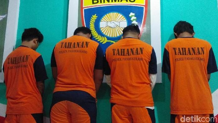 Foto: 4 tersangka penyerangan kampus Unifa Makassar (Hermawan-detikom)