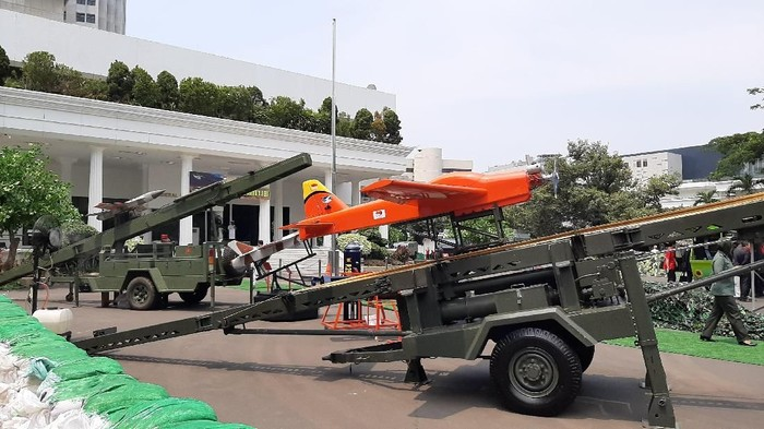 Kementerian Pertahanan (Kemhan) menggelar pameran industri alat peralatan pertahanan dan keamanan (Alpalhankam) dalam negeri. Menhan Prabowo Subianto mengatakan pameran tersebut adalah salah satu upaya untuk mengandeng swasta dalam meningkatkan pertahanan dan keamanan nasional.