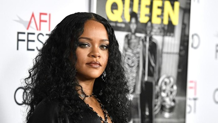HOLLYWOOD, CALIFORNIA - NOVEMBER 14: Rihanna attends AFI FEST 2019 Presented By Audi – Queen & Slim Premiere at TCL Chinese Theatre on November 14, 2019 in Hollywood, California. (Photo by Frazer Harrison/Getty Images)
