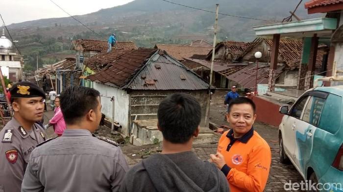 Bangunan rumah yang rusak terkena angin kencang di Temanggung. (Foto: Dok. BPBD Kabupaten Temanggung)