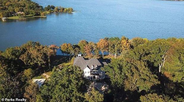 Lihat Hunian Kelly Clarkson Seharga Rp 105 M dengan Pemandangan Danau