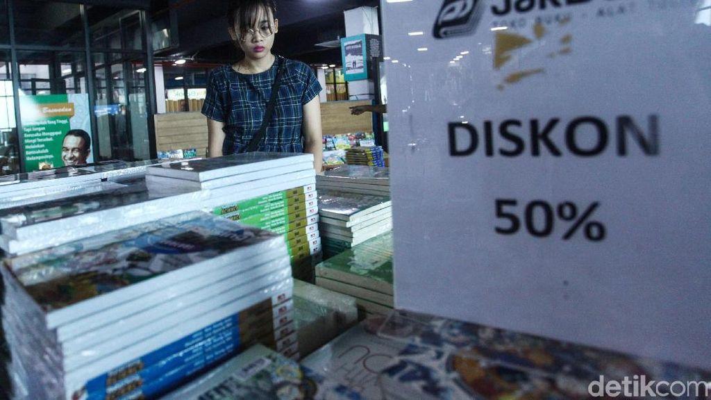 Pasar Buku Kenari Banjir Diskon, Buruan Datang!