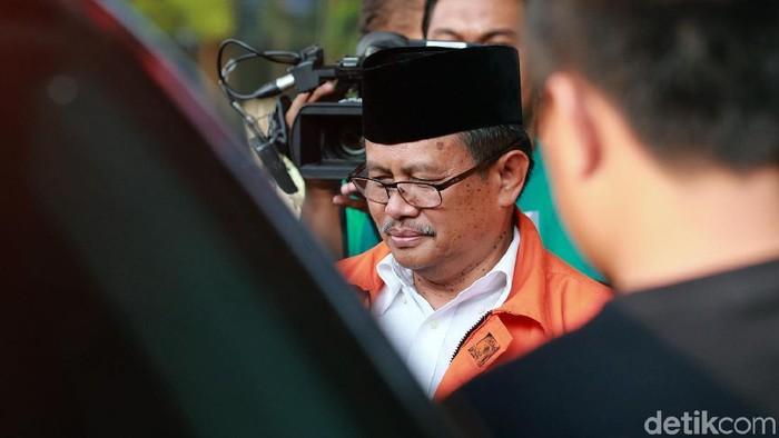 Bupati nonaktif Indramayu Supendi menjalani pemeriksaan di KPK. Ia diperiksa terkait kasus suap yang menjerat dirinya.