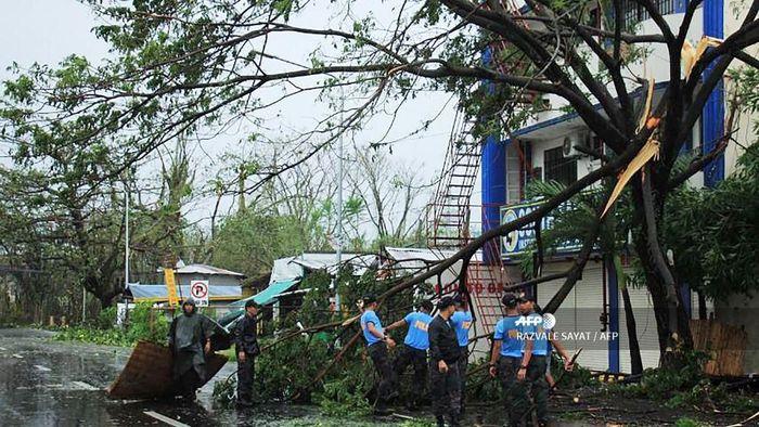 Badai Kammuri melanda Filipina. (Foto: RAZVALE SAYAT / AFP)