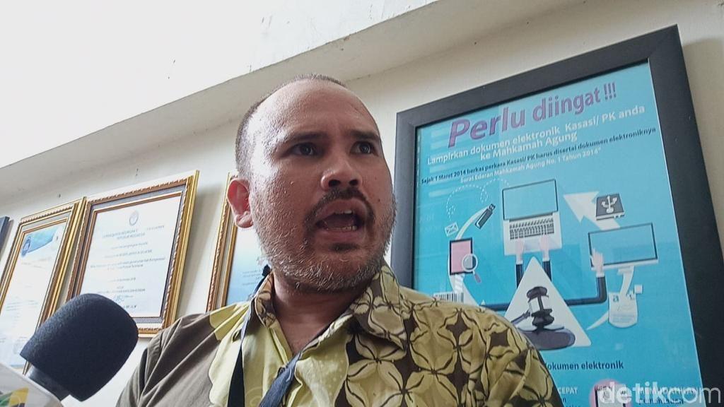 Pengacara Bantah Arya Claproth Tak Hadir di Pemakaman Anak karena Ditahan