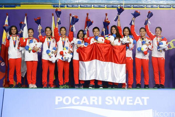 Tim bulutangkis Indonesia seperti Gregoria Mariska Tunjung, Ni Ketut Mahadewi Istarani, Apriyani Rahayu, Fitriani, Siti Fadia Silva Ramadhanti, dan Ribka Sugiarto meraih medali perak SEA Games 2019.