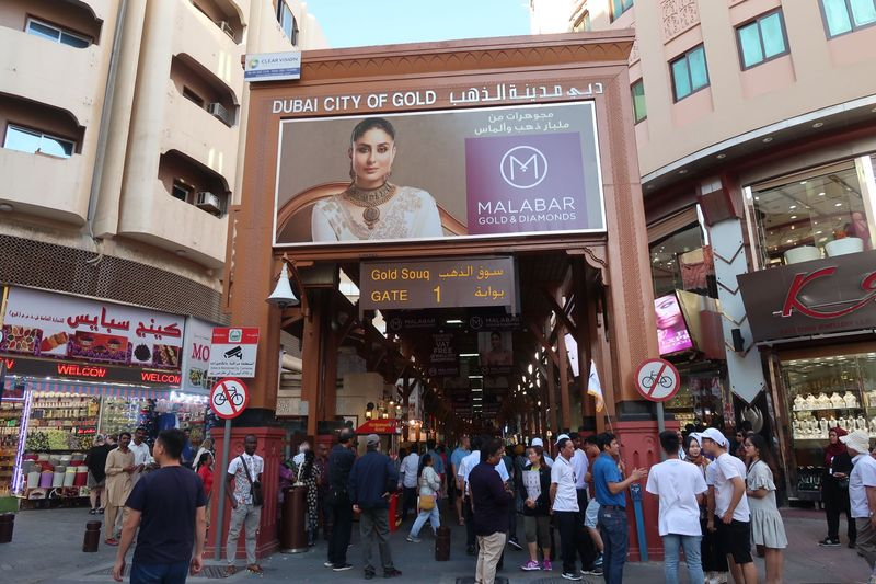 Gold Souk berada di 54 Al Khor St, Old Dubai. Dubai Gold Souk menjadi pasar tradisional emas yang memiliki lebih dari 380 retailer. Wih! (Bonauli/detikcom)