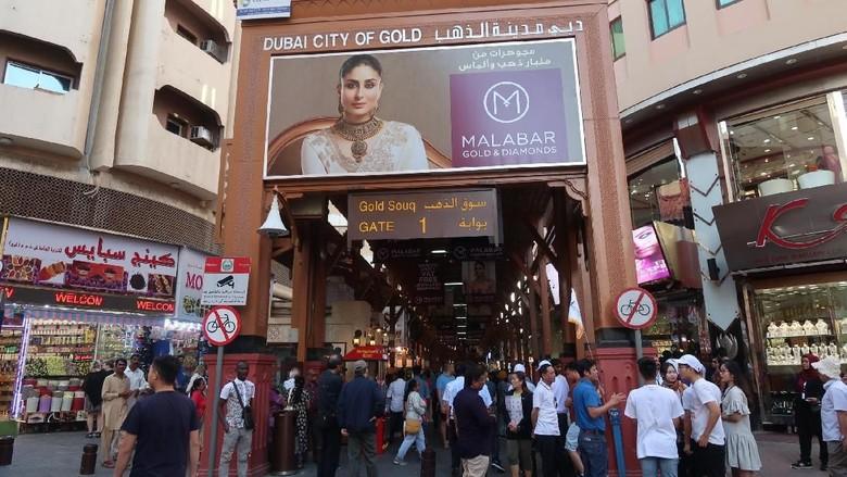 Pasar emas di Dubai yang memiliki cincin emas terbesar dunia (Foto: Bonauli/detikcom)