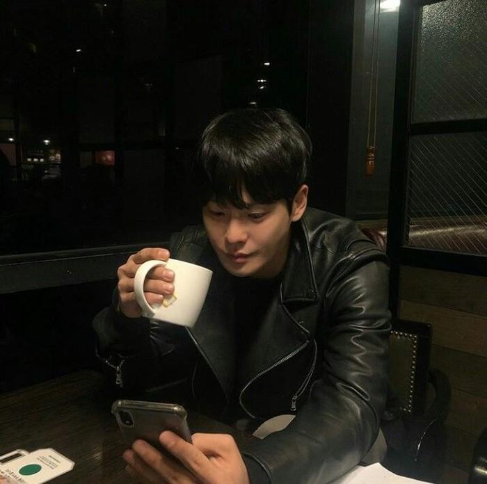Kematian Cha In Ha secara mendadak telah dibenarkan oleh polisi. Tentunya kabar ini mengejutkan banyak pihak mulai dari keluarga, teman hingga fansnya. Foto: Instagram @chainha_715