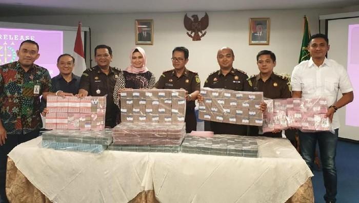 Foto: Uang yang dikorupsi Luana (ist.)
