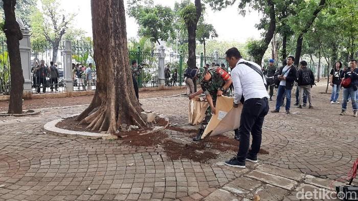 Saat granat meledak banyak yang merekam. (Foto: Lokasi ledakan granat di Monas/detikcom)
