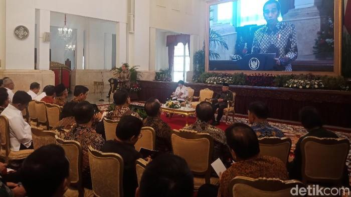 Foto: Presiden Jokowi memberikan pengarahan dalam presidential lecture di Kompleks Istana Kepresidenan, Jakarta Pusat. (Kanavino-detikcom)